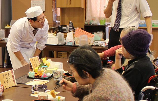 「食事と人の改善が高齢者介護施設の日常に彩りを与える」食事サービスにこめたクックデリの企業姿勢